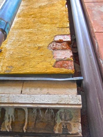 Facade Drainpipe Decay Ram Cornice Structure